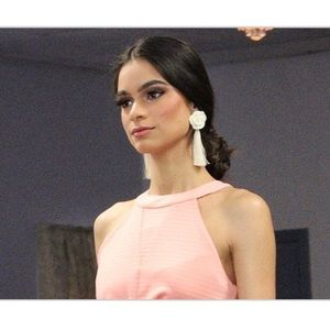 Jewelry - 🌹 White Rosie Girl Earrings 🌹